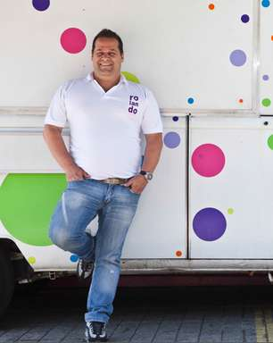 Cozinheiro vende 3 mil kg de massa na rua por mês: 'não quero ficar milionário'