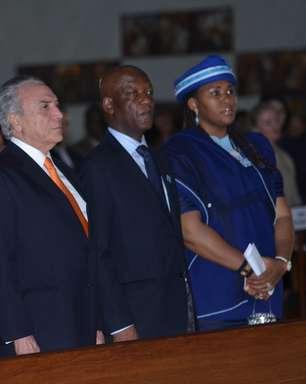 Temer e Barbosa participam de missa em Brasília em memória de Mandela