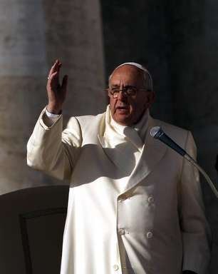 Papa critica mega salários e bônus altos em mensagem de paz