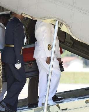 Corpo de Mandela deixa Pretória para ser enterrado em seu vilarejo natal