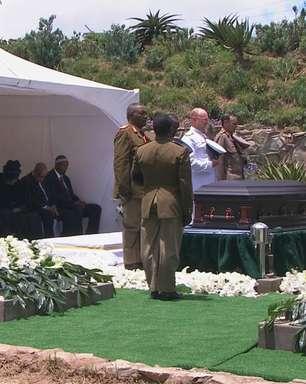 Após 10 dias de homenagens, Mandela é enterrado em cerimônia íntima