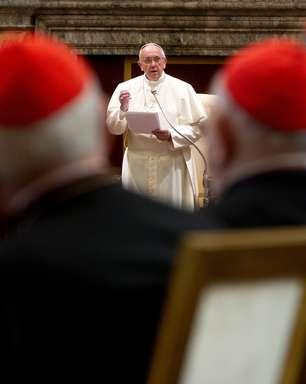 Papa diz que Cúria Romana não deve ser 'burocrática nem inquisidora'
