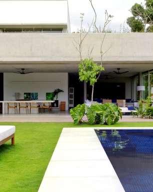 Casa em Paraty mistura visual contemporâneo e clima de Bali