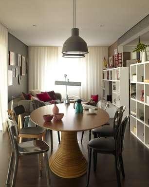 Obras de arte dão colorido a apartamento com cara de casa