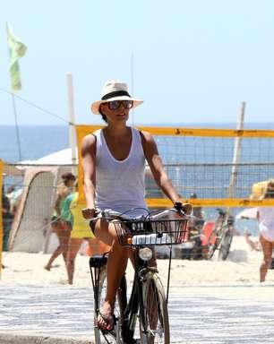 Famosas curtem passeio e fazem exercícios nas orlas do Rio