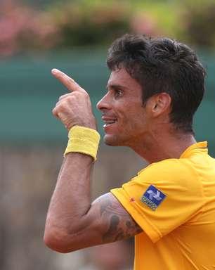 Rogerinho oscila, mas Brasil abre duelo na Davis com vitória