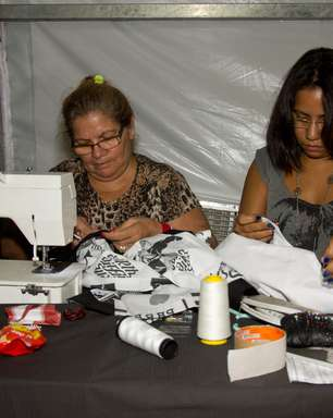 Costureiras fazem reparos de emergência no Fashion Rio