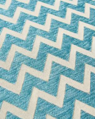 Estampa em zigue-zague é tendência para tapetes e almofadas