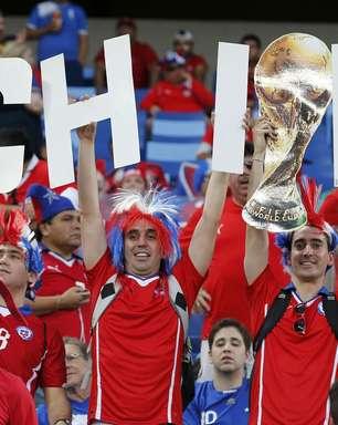 Chilenos festejam vitória contra Austrália na Arena Pantanal