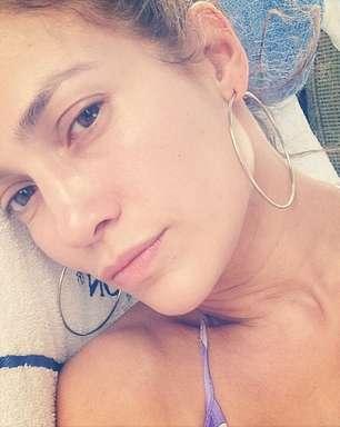 Jennifer Lopez posta foto de cara lavada