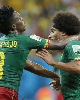 Jogadores de Camarões se desentendem em jogo contra Croácia