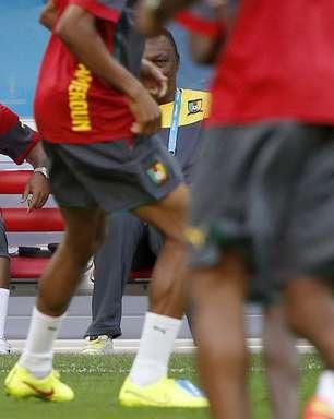 Com reza e sem Eto'o, Camarões treina em estádio de Brasília