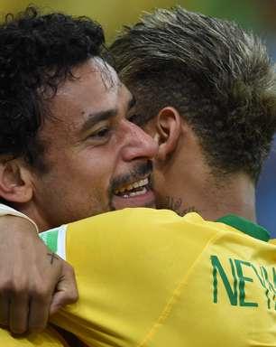 """Neymar brinca com """"bigodudo"""" Fred: """"disse que não falharia"""""""