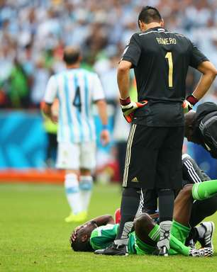 Após bolada, nigeriano será operado e pode deixar Copa