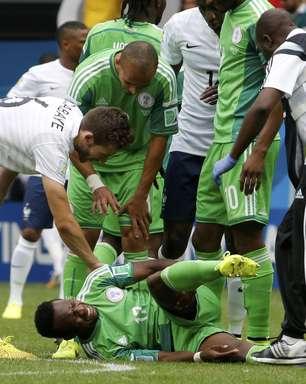 Técnico da Nigéria critica juiz e reclama de gol anulado