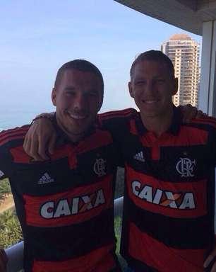 Próximo rival, Schweinsteiger torce para Brasil no Twitter