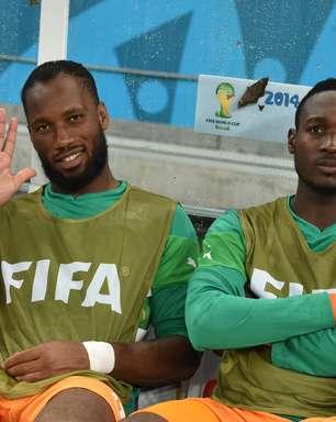 Sem gols, Drogba deixa Copa na fase de grupos; relembre
