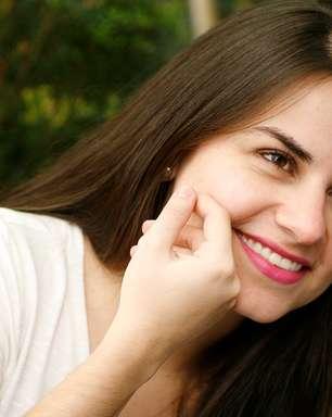 Massagem facial hidrata e atenua aparência cansada do rosto