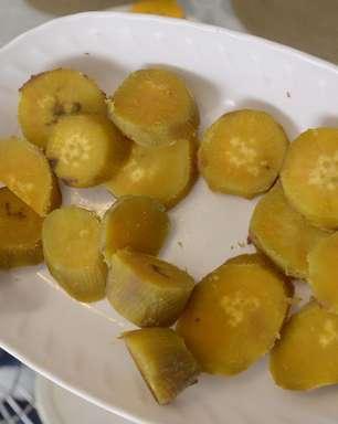Jaque Khury ensina batata-doce prática de micro-ondas