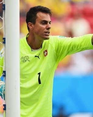 Símbolo, goleiro de três Copas se aposenta da seleção suíça