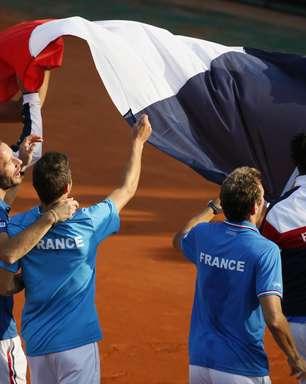França vence dupla checa em Paris e está na final da Davis