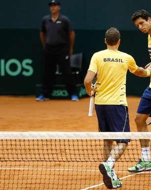 Veja fotos das duplas de Brasil e Espanha duelando na Davis