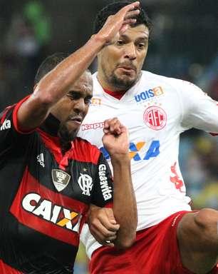 """Zagueiro classifica lesão de Alecsandro como """"acidente"""""""