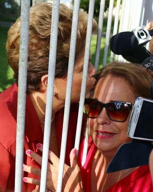 Dilma aguarda apuração em Brasília ao lado de filha e neto