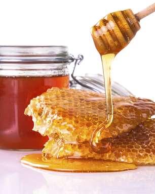 Mel é mais calórico que açúcar refinado e prejudica a pele