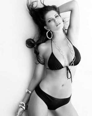 Fica, Débora! Veja 7 fotos da poderosa Miss 2010 de biquíni