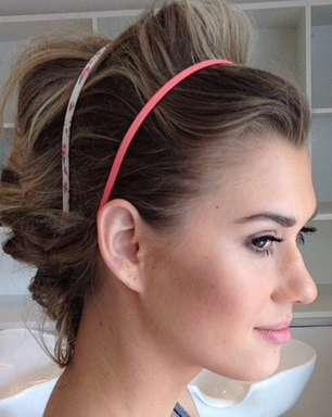 Tiara colorida é tendência no verão; Biaggi mostra 5 versões