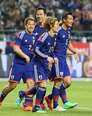 De técnico novo, Japão acorda na etapa final e vence Tunísia