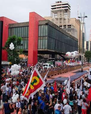 SP: professores bloqueiam Paulista e decidem seguir em greve