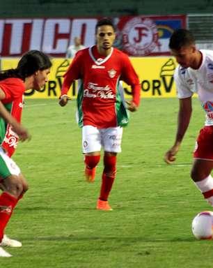 Náutico vence Boa Esporte com gol no último minuto