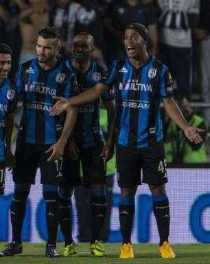 Ronaldinho se desculpa por deixar estádio após substituição