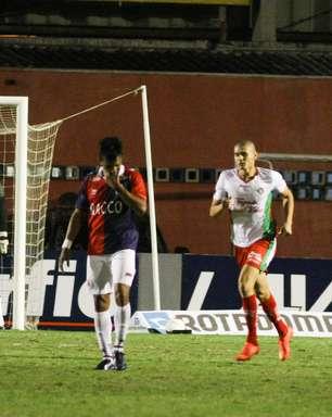 Boa empata no fim contra Paraná e conquista primeiro ponto