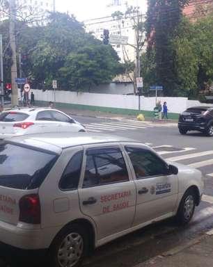 vc repórter: carro oficial para em vaga de deficientes em SP