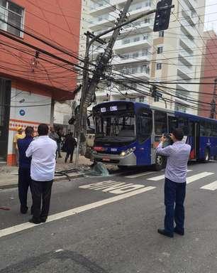 vc repórter: acidente destrói poste e deixa 1 ferido em SP