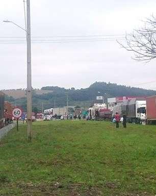 Caminhoneiros mantém protestos em 7 estados, diz PRF