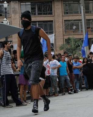 SP: ato do MPL acaba em confronto entre mascarados e polícia