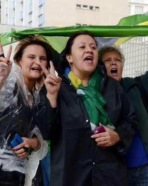 Av. Paulista tem clima de festa após impeachment de Dilma
