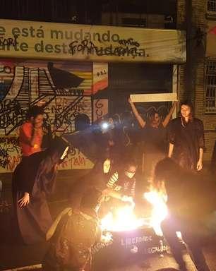 Após impeachment, manifestantes invadem sede do PMDB no RS