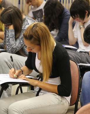 Unesp faz vestibular para 100 mil estudantes neste domingo