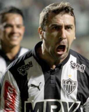 Pratto interessa ao Sevilla e pode ser companheiro de Ganso