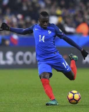 Payet e Pogba marcam, França vira sobre Suécia e lidera