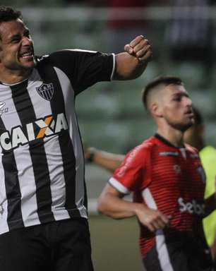 Com golaço em estreia de Elias, Atlético vence 1ª sem Pratto