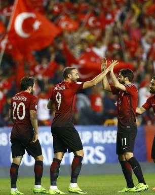 Turquia bate Finlândia e embola Grupo I das Eliminatórias