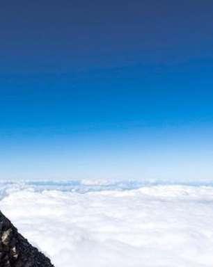 Modelo da Playboy atrai ira de maoris ao tirar foto nua em montanha sagrada