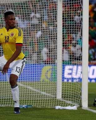 Com dancinha e dois gols de Mina, Colômbia goleia Camarões