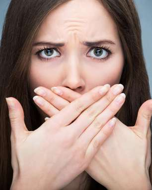 4 hábitos alimentares que potencializam o mau hálito